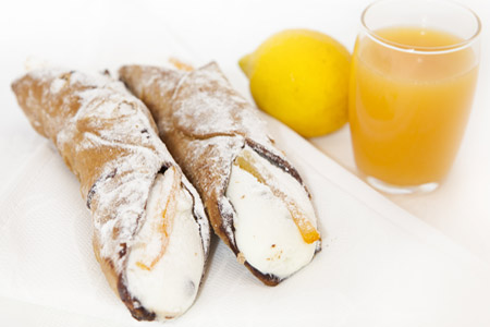 Dolci siciliani - i cannoli messinesi